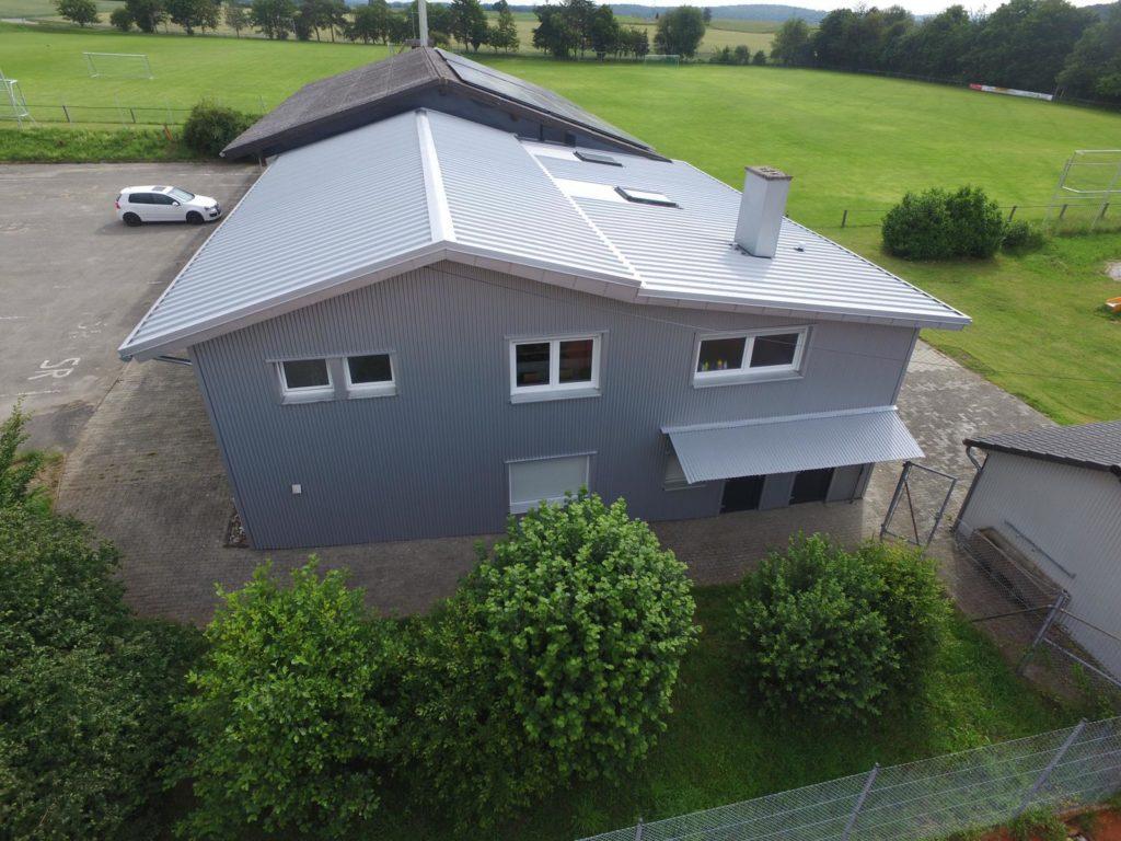 Neues Dach und neue Wetterseite